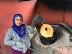 Emekçi kadınlar ekmek üreterek geçimlerini sağlıyorlar