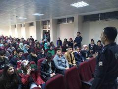 Öğrencilere teknoloji bağımlılığı ve trafik kuralları eğitimi verildi