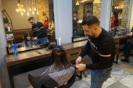 Regaip Kandili'nde kız çocuklarına ücretsiz saç kesimi