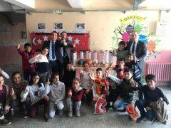Türkiye Gaziler ve Şehit Aileleri Vakfı köy okuluna spor malzemeleri hediye etti