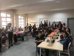 Türkiye Gaziler ve Şehit Aileleri Vakfı öğrencilere spor malzemesi dağıttı