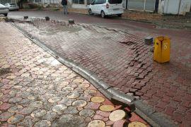 Kozluk'ta yoğun yağış nedeniyle yol çöktü