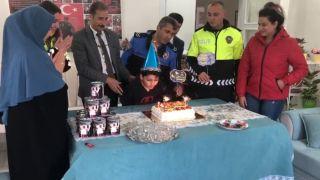 Şehit polis çocuğuna sürpriz doğum günü