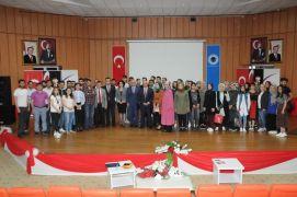 Batman Üniversitesi'nde 'bir kardeşlik türküsü Anadolu' konulu söyleşi düzenlendi