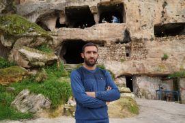 Tarihi ilçedeki mağarayı kafeye dönüştürdü