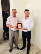 Gercüş Spor Kulübü Başkanı Günaydın'dan HEM Müdürü Taşpınar'a plaket