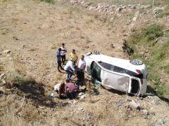 Sason'da otomobil şarampole yuvarlandı: 2 yaralı