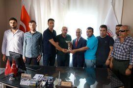 Şehit yakınlarından İHA ve TGRT Haber çalışanlarına tarafsızlık ödülü