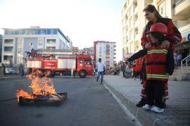 Minik öğrencilere yangın tatbikatı gerçeği aratmadı