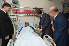 Vali Şahin, Nusaybin'e atılan havan toplarından yaralananları ziyaret etti