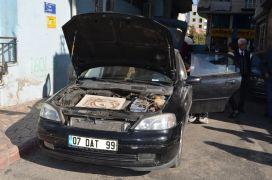 Aracına fare giren sürücü, tuzak kurup hayvanın kapana kısılmasını bekliyor
