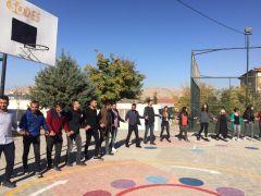 Gercüş'te öğretmenlerden halk oyunları gösterisi