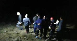 Kayalıklarda mahsur kalan 11 kişi, 5 saat sonra kurtarıldı