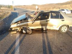 Lastiği fırlayan araç takla attı: 1 yaralı