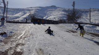 Gercüş'te çocukların kar eğlencesi