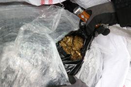 'Maya' ve 'Sarıkız' minibüste 250 kilo esrar buldu