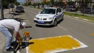 Gercüş polisi yaya çizgilerini yeniledi