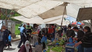 Gercüş polisinden vatandaşlara sosyal mesafe uyarısı