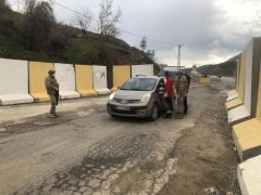 Kozluk'ta iki katlı bina karantinaya alındı