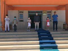 Aylardır uzak kaldıkları okullarını ziyaret ettiler