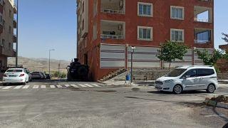Gercüş'te bir apartman karantinaya alındı