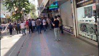 Batman'da kaçak cep telefonu operasyonu, polislerle satıcılar arasında arbede çıktı