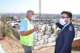 AK Parti İl Başkanı Gür, cami ve külliye alanında incelemede bulundu