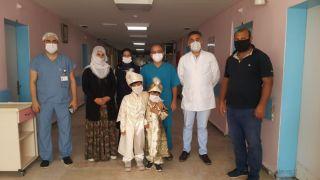 İHA'nın haberi ses getirdi, çocuklarını sünnet ettiremeyen aileye Sağlık Müdürlüğü sahip çıktı