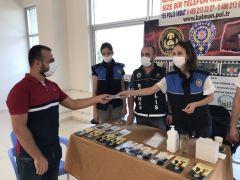 Polislerden üniversite öğrencilerine sıcak karşılama