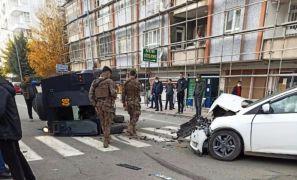 Batman'da zırhlı araç ile otomobil çarpıştı