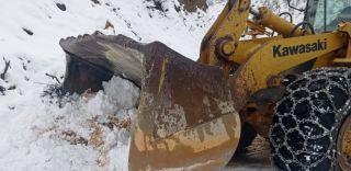Batman'da köy yollarında kar temizleme çalışmaları aralıksız devam ediyor