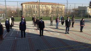 Gercüş'te bayrak töreni eşliğinde İstiklal Marşı okundu