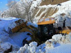 Sason'da kardan kapanan yollar ulaşıma açıldı