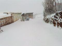 Batman'da kar yağışı nedeniyle kapanan köy yolları ulaşıma açılıyor