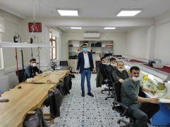 İstanbul'da öğrendiği gümüşçülük mesleğini memleketi Batman'da işsiz gençlere öğretiyor