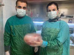 Karın ağrısı şikayeti ile hastaneye gitti, karnından 5 kiloluk kitle çıktı