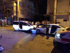 Batman'da ters yöne giren araç, otomobille kafa kafaya çarpıştı