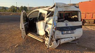 Gercüş'te tır ile hafif ticari araç ile çarpıştı: 1 ağır yaralı