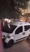 Batman'da hızını alamayan otomobil evin duvarına tosladı: 1 yaralı