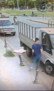 Batman'da park halindeki araçta yapılan hırsızlık anı kamerada