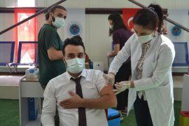 Batman Üniversitesinde akademik yılın ilk gününde aşı satandı kuruldu
