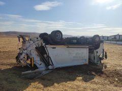 Batman Belediyesine ait çöp kamyonu kaza yaptı: 2 yaralı